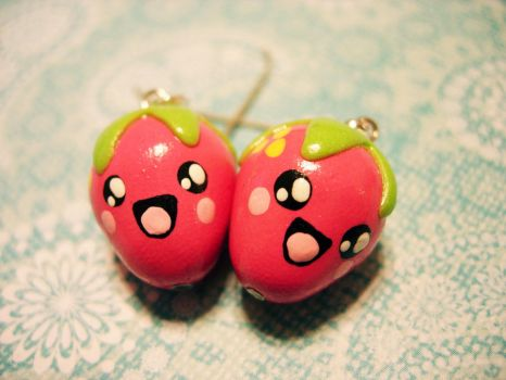 Pink Strawberry Earrings by pinkDudu