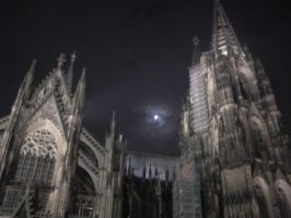 cologne cathedral at night by Nazgul-w