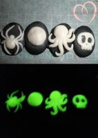 Glowing halloween pendants by ilikeshiniesfakery