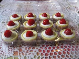 Mini Cherry Cheesecakes by rltan888