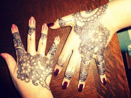 Hand design by Lollypopsnbows