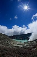 stay calm Ijen crater by rosekampoong