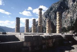 Columns at Delphi by tigerous