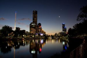 Night Time Melbourne by viclei