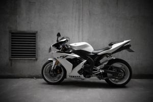 Yamaha R1 _2_ by schwepes
