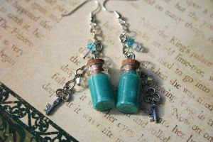Drink Me Alice in Wonderland Inspired Earrings by KouranKiyo