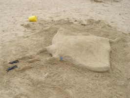 Manta Ray sand sculpture by crawdadEmily