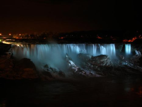 Night time at the Falls by Veraclash