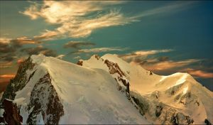Sunset on the Mont Blanc summit by jup3nep