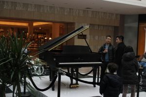 Piano at the mall by TheBuggynater