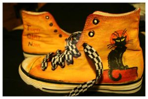 Converse du Chat Noir by Losts-Souls