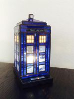 stained glass TARDIS lamp by surya-leilani