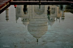 taj mahal reflection by valaddoch