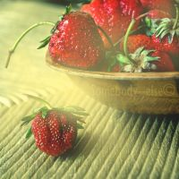 La mangeuse de fraises II by Somebody--else