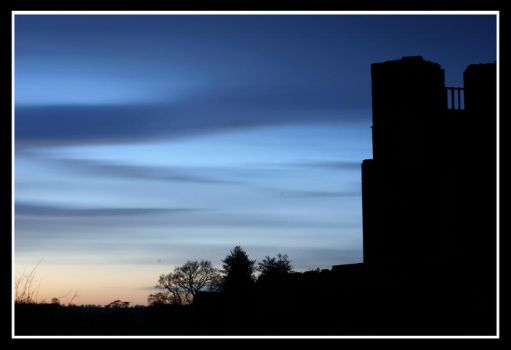 Kenilworth Castle at sunset by bright-shadow