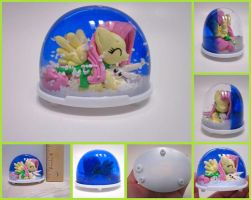 Fluttershy Mini Snowdome by minnichi