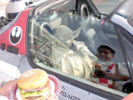 Yoda getting car hop service from Big Boy by Pabloramosart