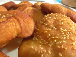 Banh tieu - Vietnamese Hollow Bread by thaonguyenp27