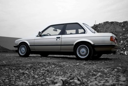 BMW E30 Side2 by highXtravegance