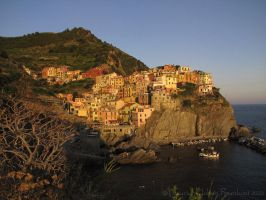Sunset in Riomaggiore by nahojis