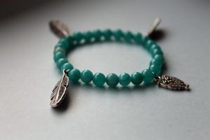 Turquoise Bird and Feather Beaded Bracelet by Clerdy