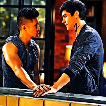 Malec moment from season 2 by letydb