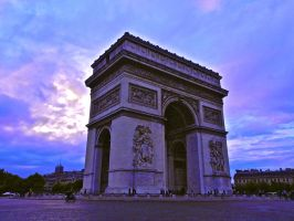 Arc de Triomphe Pourpre by Laurensimone