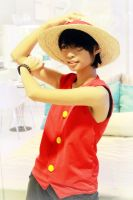 Arciel cosplaying as Monkey D. Luffy by ArcielFreeder