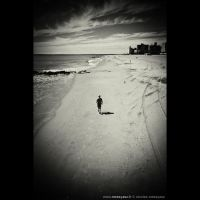 Aerodynamic Man on the sand by audeladesombres