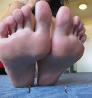 Kristinas big huuuge gigantic feet by massiveGTS