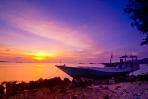 Sunset at the Harbour by lansakit