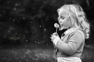 Mia and the dandelion by Simon120188