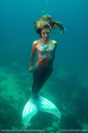 http://th08.deviantart.net/fs14/300W/f/2007/028/c/7/Hannah_underwater_in_Cebu_by_HannahMermaid.jpg
