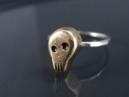Small Bronze Skull Ring by Siihraya