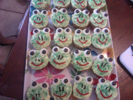 Frog cupcakes by AmberLynn26