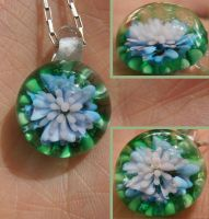 Momo's Hour-lily pendant by fairyfrog