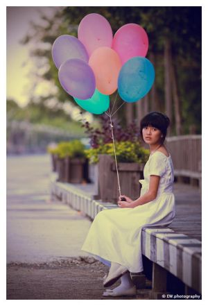 Laura and baloons by ojat