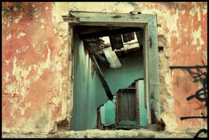 Decay by Ploutonas