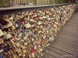 So Many Padlocks, So Many Love Stories. . . by MaRyS90
