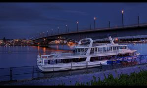 Boat at night by sylaan