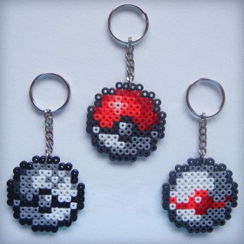 Pokemon Pokeball Beaded Keychains by nintentofu