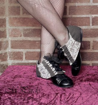 Shoe spats in black-white with organza ribbon lace by arcticorset