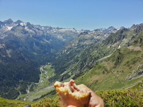 eating in a postcard by grmin