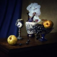 Still life with China vase by Daykiney
