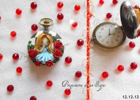 clock inspired  alice wonderland by PrigionieradiunSogno