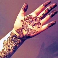 Heart Mehndi by Livirific