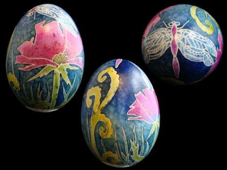 Dragonfly and Flowers Swan Egg by Natakuaya