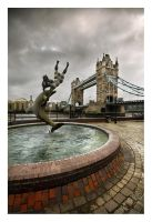 London Fountain by Bartekkw
