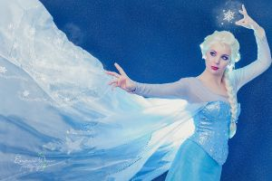 Elsa - Frozen cosplay. by Thecrystalshoe