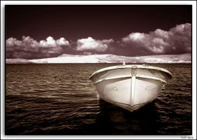 Boat In IR by fatihkilic